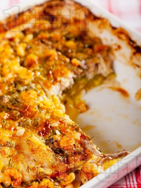 Ароматна риба с картофи, тиквички и скариди на фурна - снимка на рецептата